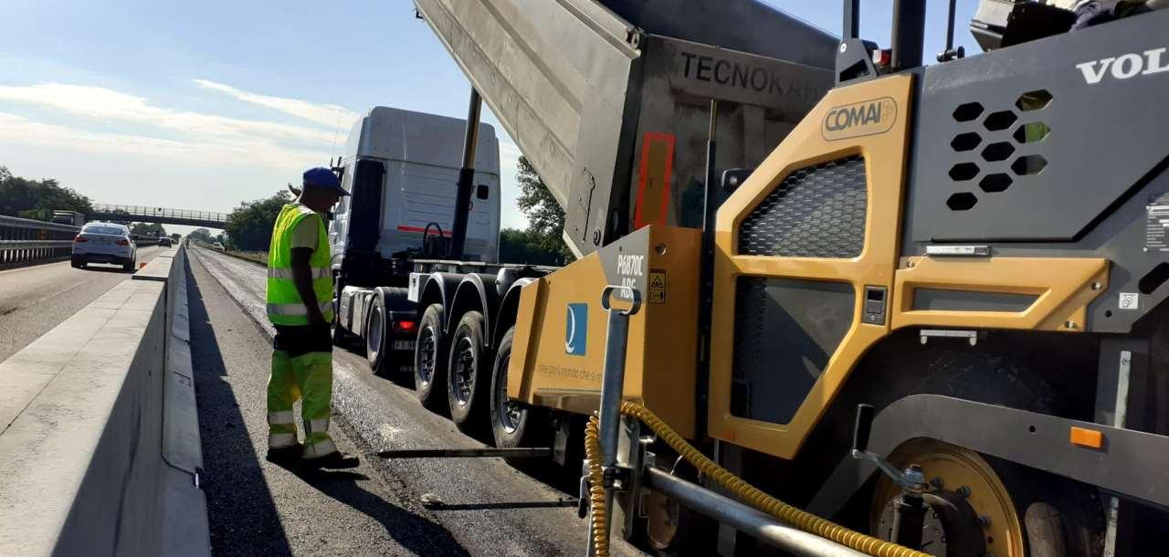 Rifacimento della pavimentazione autostradale in A21